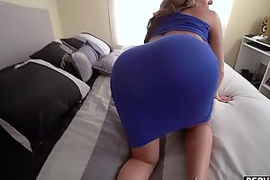 My super curvy stepmom sucked and fucked my big dick