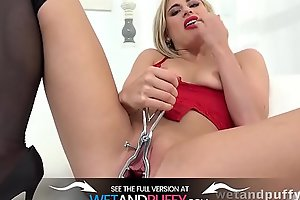 Lindsey Cruz Gapes And Toys Her Puffy Pussy
