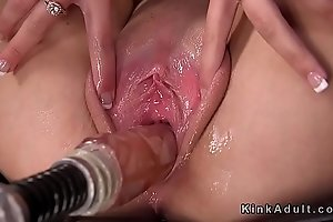 Hot blonde widens cunt be beneficial to bonking apparatus
