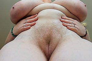 Mom shows her large titties at home