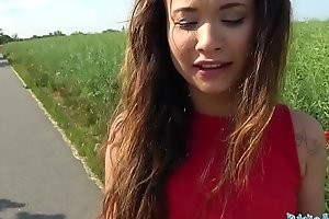 Public Agent Sexy Spanish beauty screwed in a field for cash