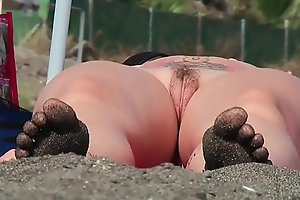 Amateur Milfs Naked at the beach Voyeur HD